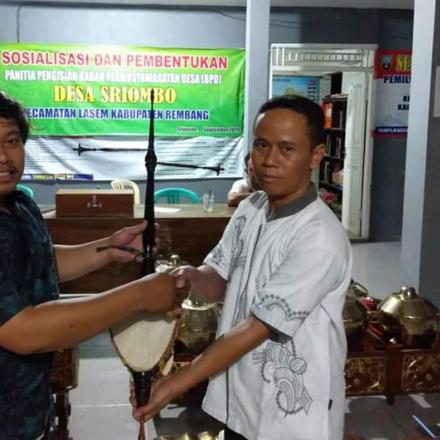 Gamelan Jawa Bantuan Keuangan Provinsi Kepada Desa Sriombo Siap Dimainkan